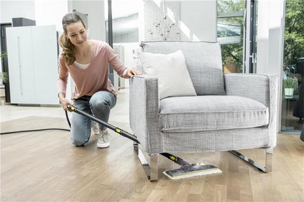 Уборка под низкой мебелью