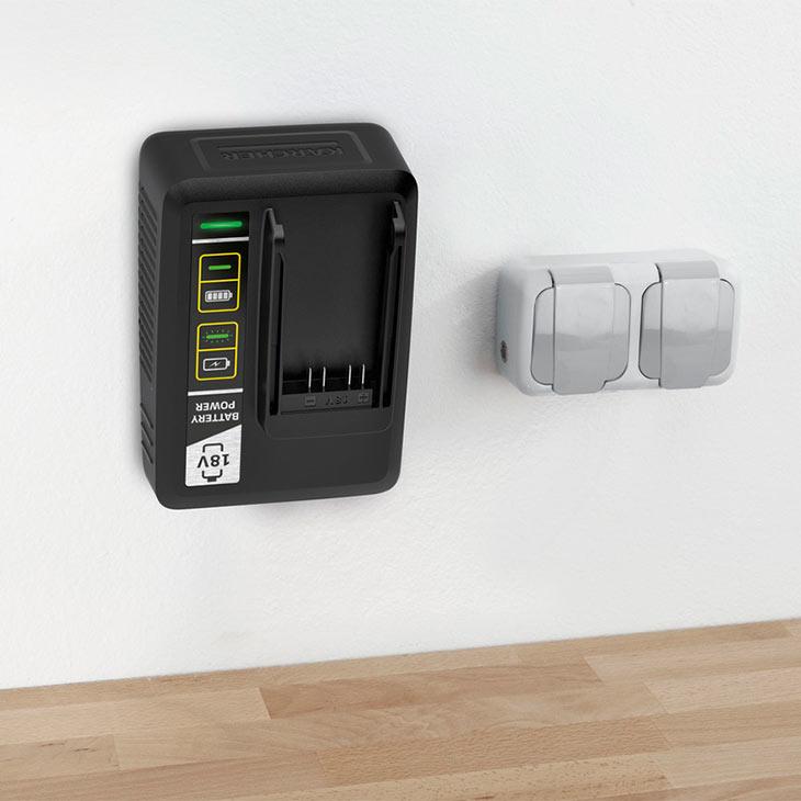 Karcher Fast Charger Battery Power 18 V прикрепленное к стене