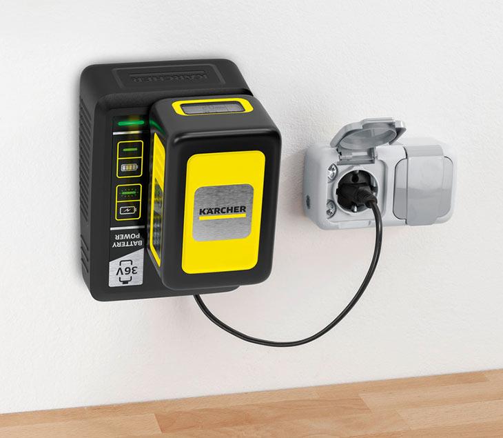 Комплект  Karcher Starter Kit Battery Power 36/25, прикрепленный к стене