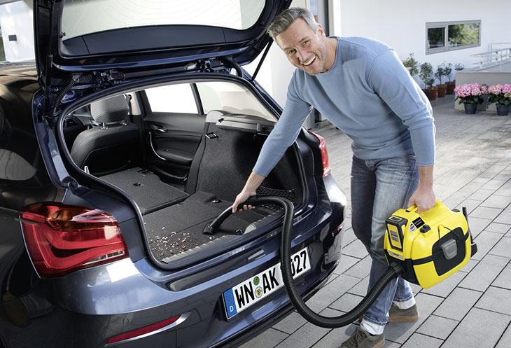 Чистка салона автомобиля с помощью Karcher WD 1 Compact Battery